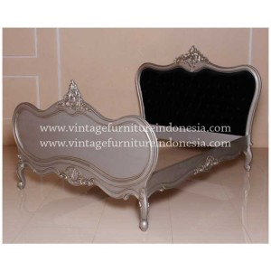 RBD-045-Q,-ANTIQUE-LOUIS-BED,-SILVER-METTELIC,-BLACK-VELVET,-NORMAL-BUTTON-(2)