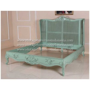 RBD-130,-KING,-Rattan-Wing-Bed,-footboard-to-have-same-detail-as-RBS-030,-cabriole-leg-,French-Green-Heavy-Distress-No-Wormhol-(11)