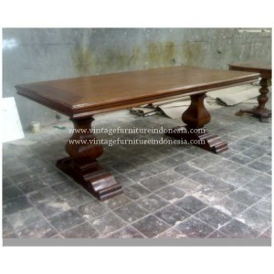 RDT 07, Raisa Dining Table.jpg