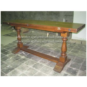 RDT 13, Raisa Dining Table.jpg